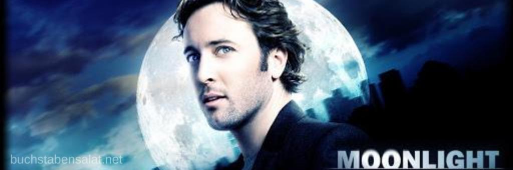 """Banner zur Serie """"Moonlight"""". Abgebildet ist die Hauptfigur Mick Saint John vor einem Vollmond. Im Hintergrund ist die Silhouette einer Stadt mit Hochhäusern zu erkennen. Ein hinterlegter Link führt zum Serientipp."""