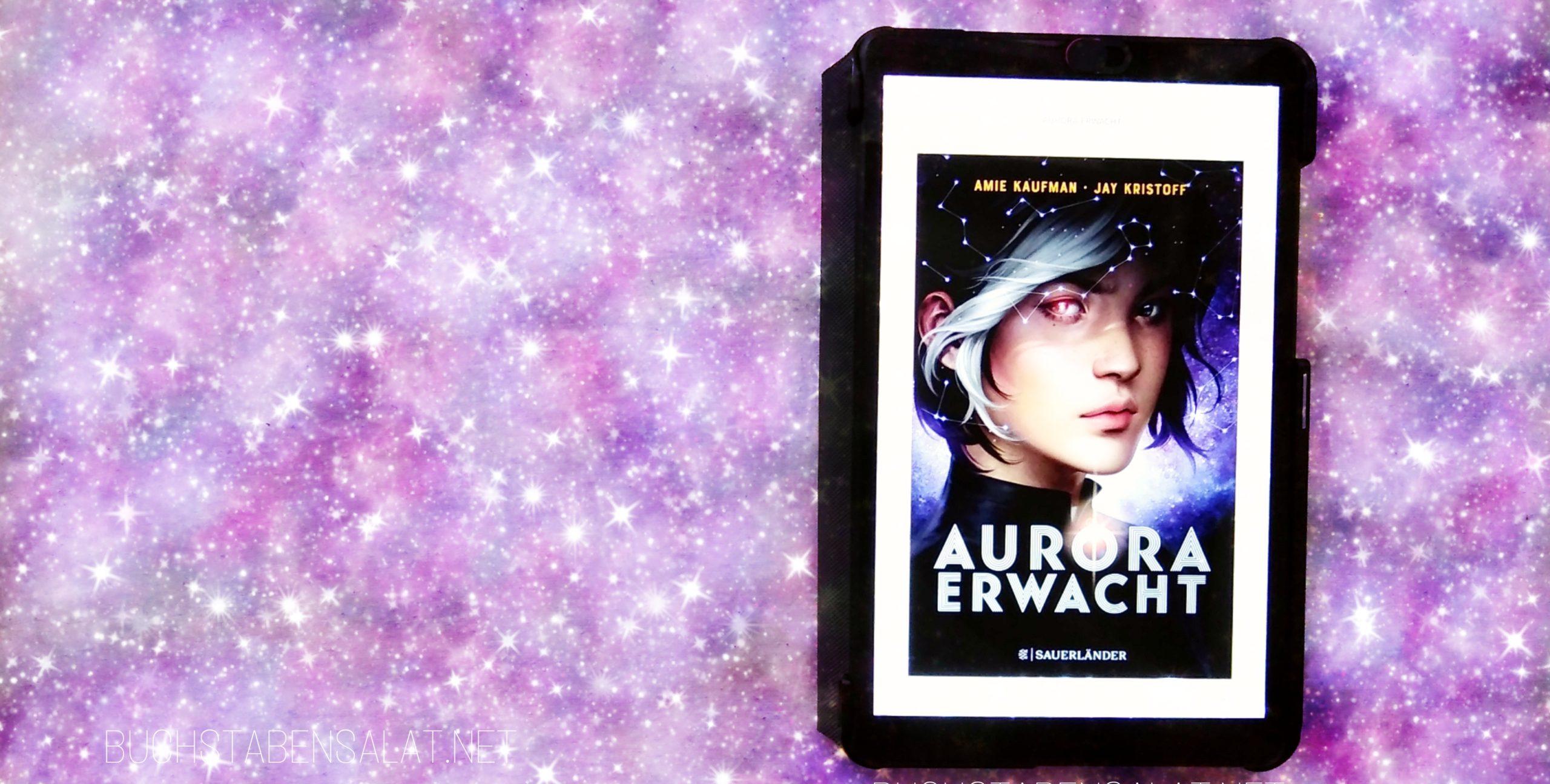 """Aurora Erwacht von Amie Kaufman und Jay Kristoff. E-Book-Cover vor lilafarbenem Galaxie-Hintergrund. Wasserzeichen """"Buchstabensalat.net"""""""