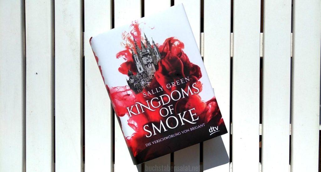 Die Verschwörung von Brigant. Kingdoms of Smoke 1. Band 1. Coveransicht vor weißem Hintergrund. Von Sally Green.